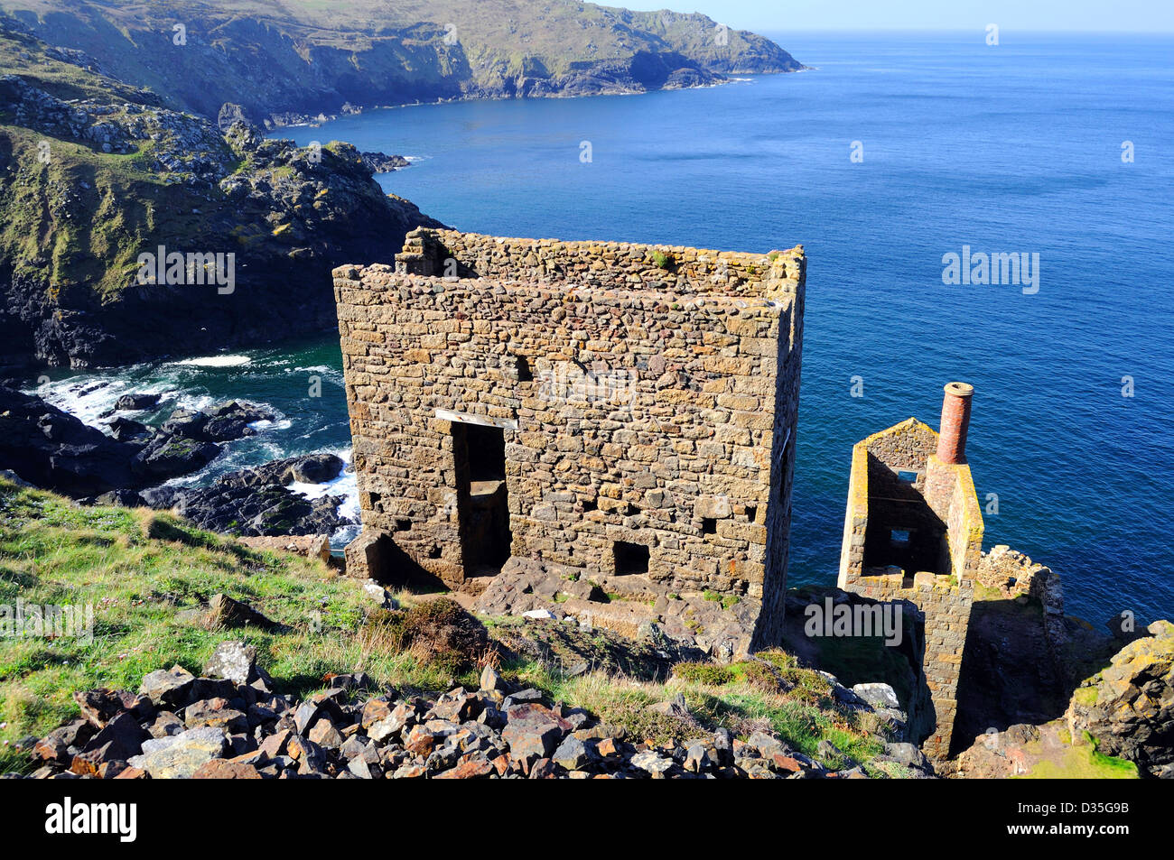 old tin mines on the coastal cliffs near botallack in cornwall, uk - Stock Image