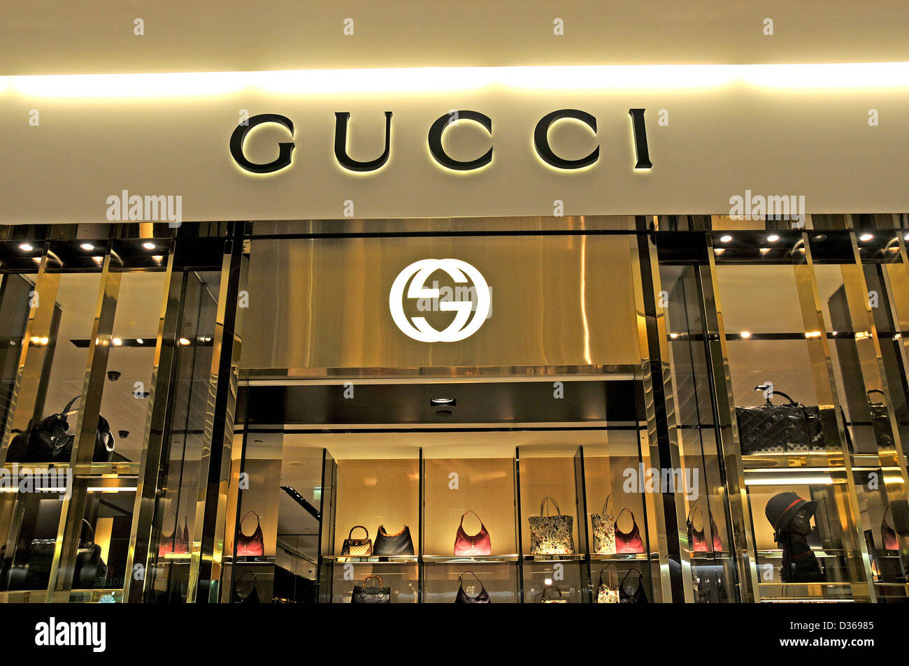 gucci boutique duty free shop terminal 2 roissy charles de gaulle stock photo 53614069 alamy. Black Bedroom Furniture Sets. Home Design Ideas