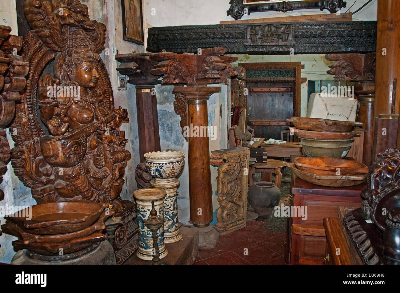 Antique Shop Tavikneswaran Geerhanjaky Puducherry ( Pondicherry ) India  Tamil Nadu - Stock Image - Tinware Shop Stock Photos & Tinware Shop Stock Images - Alamy