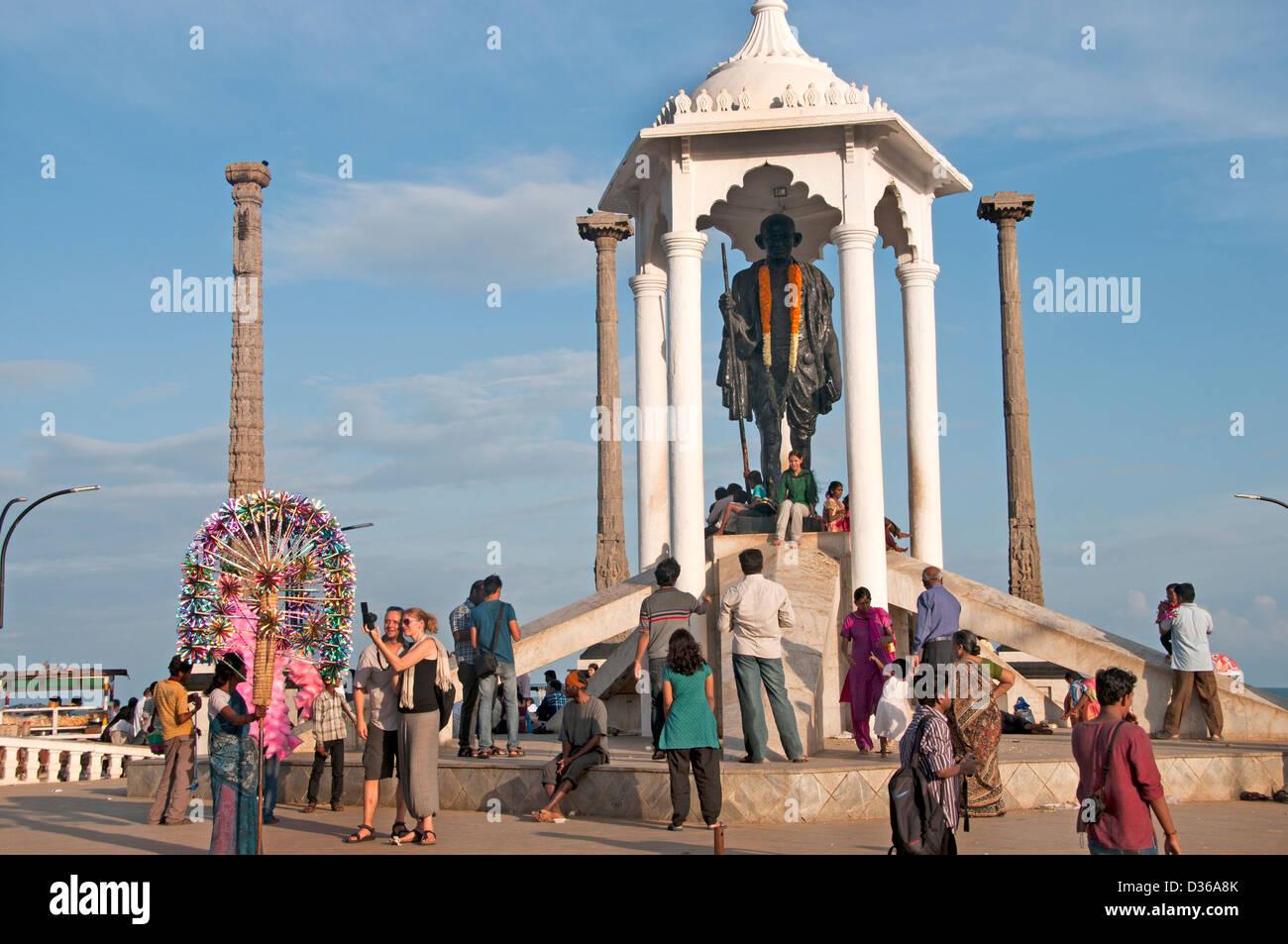 Mahatma Gandhi statue on the Pondicherry waterfront ( Puducherry  ) India Tamil Nadu - Stock Image