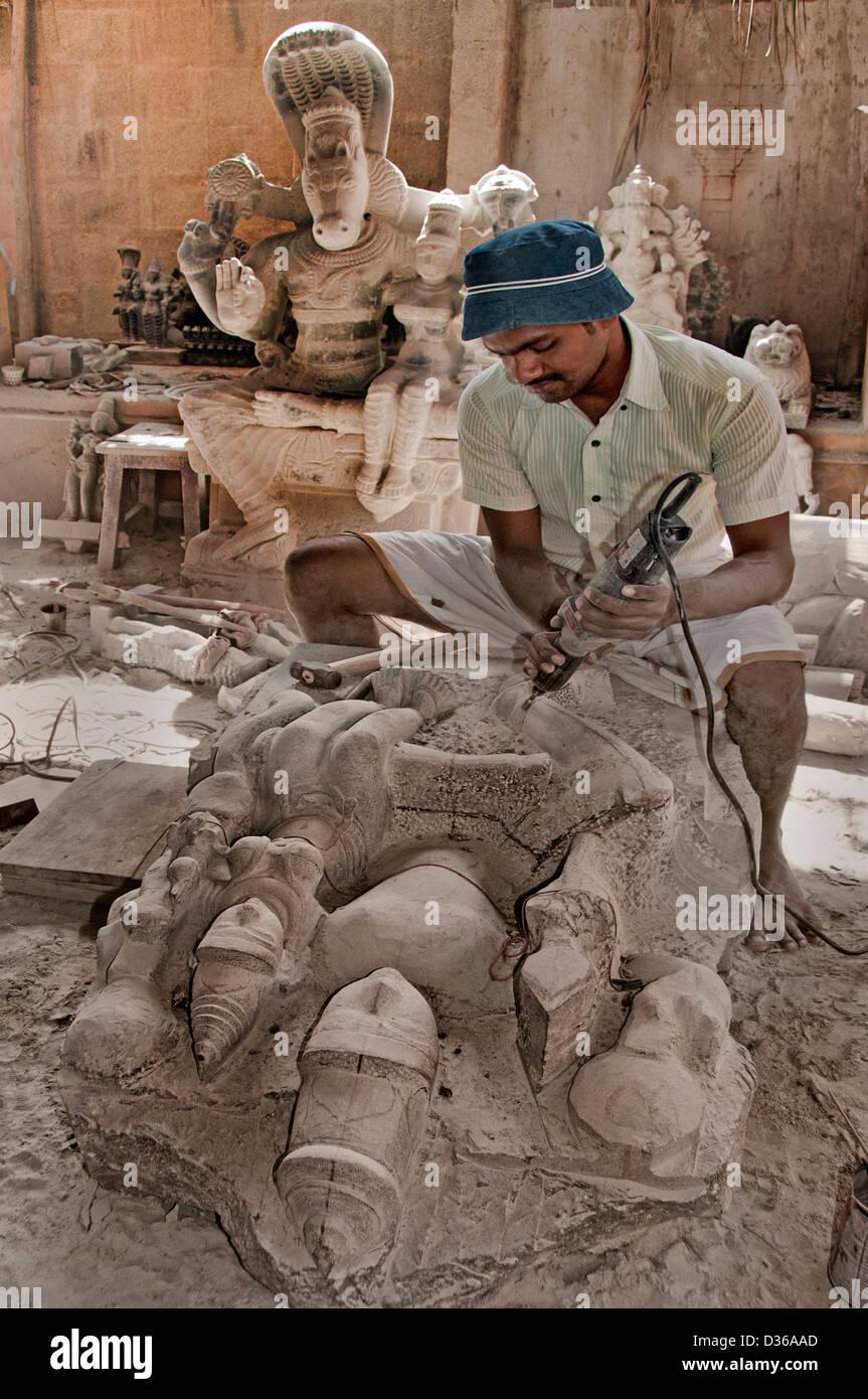 Sculptor stonemason stonecutter Hindu Hinduism between Chennai and Puducherry India Tamil Nadu - Stock Image