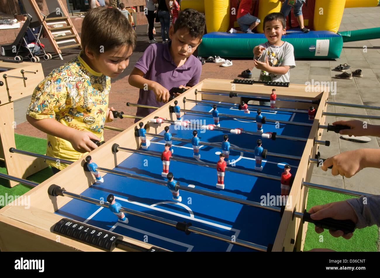 tablefootball table football children kids playing play Fußball biliardino fussball - Stock Image