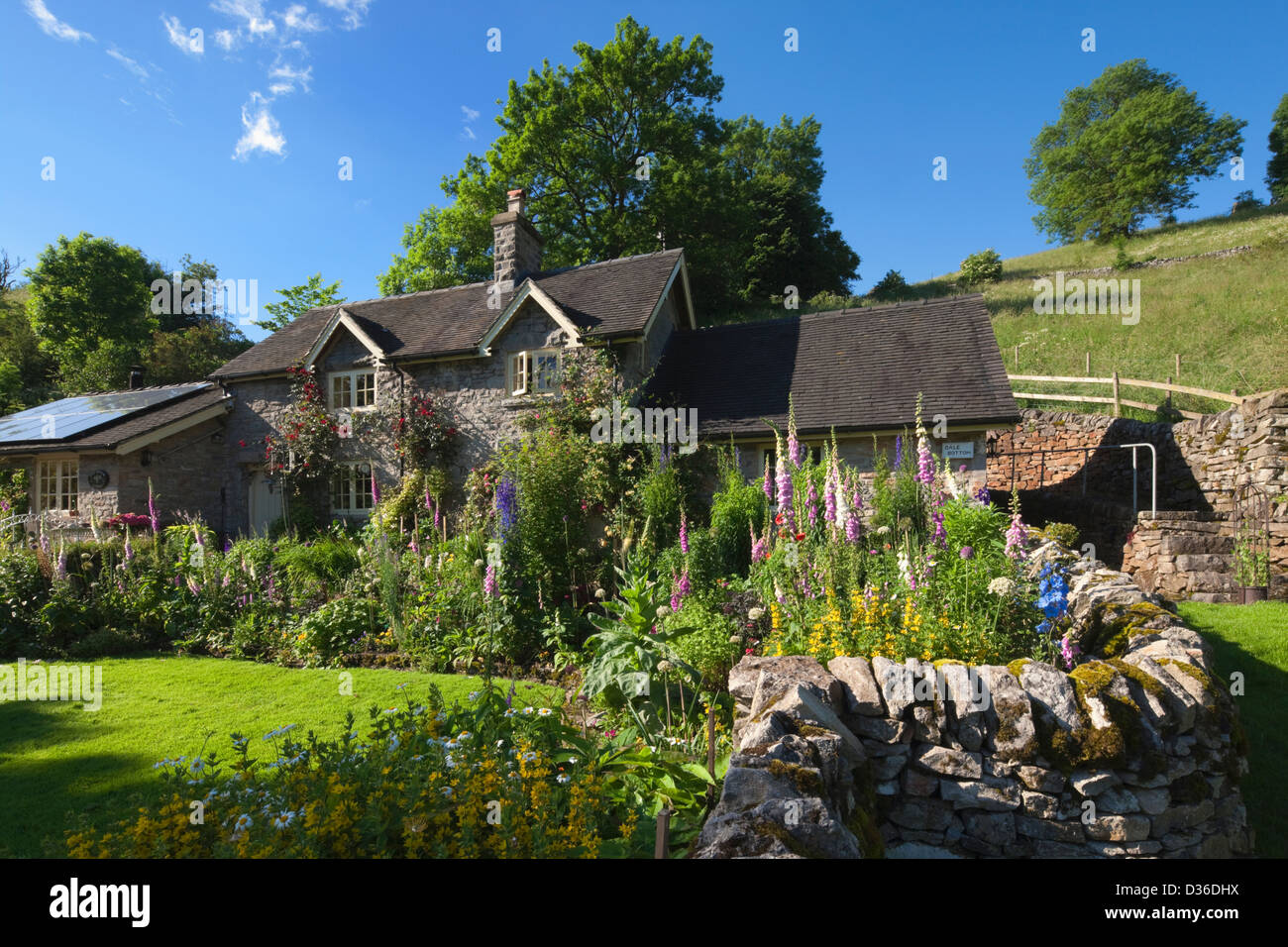 Cottage, Peak District, Derbyshire, England - Stock Image