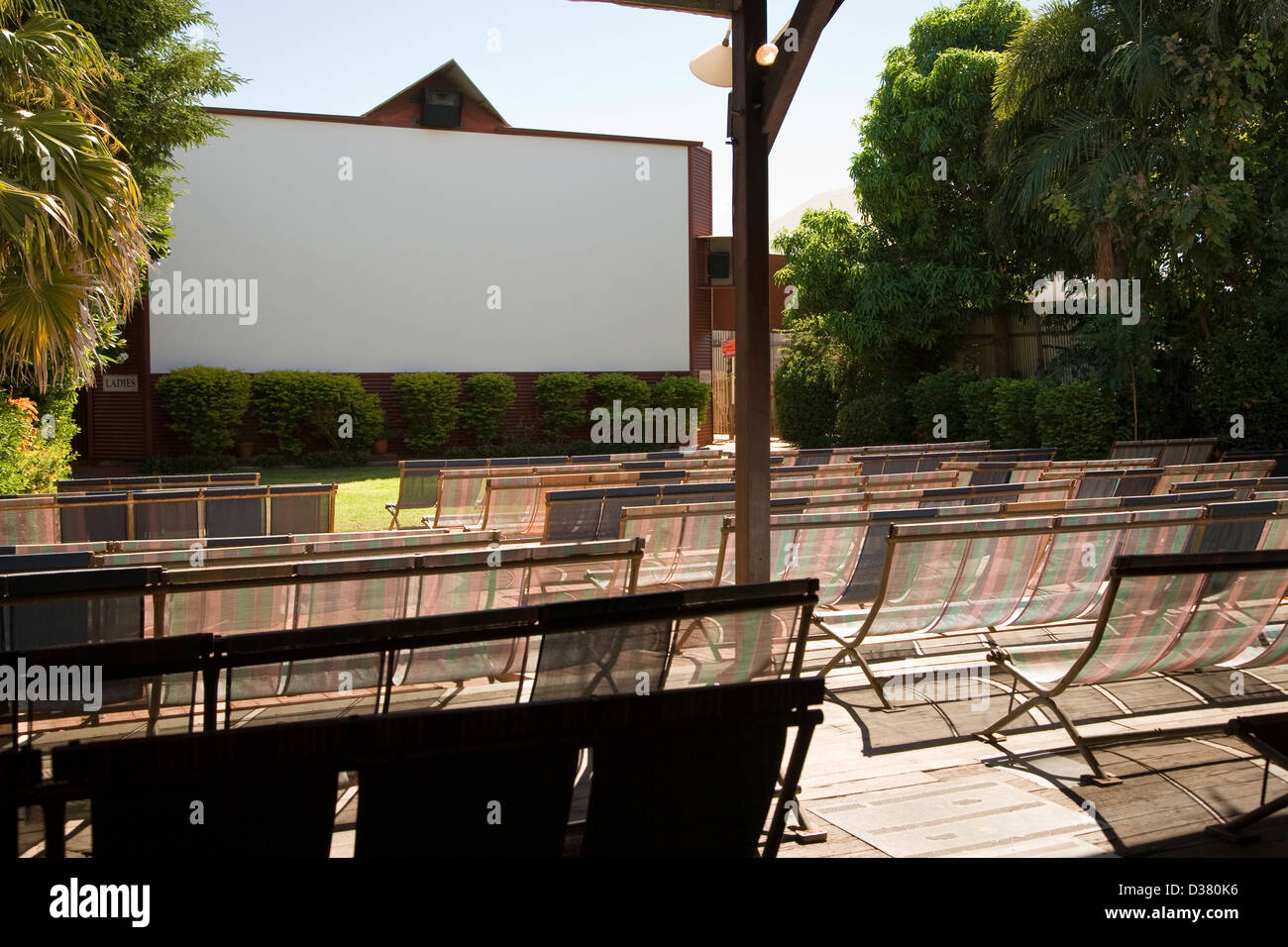 Seating and screen at Sun Picture Gardens outdoor movie theatre, Broome, Western Australia - Stock Image