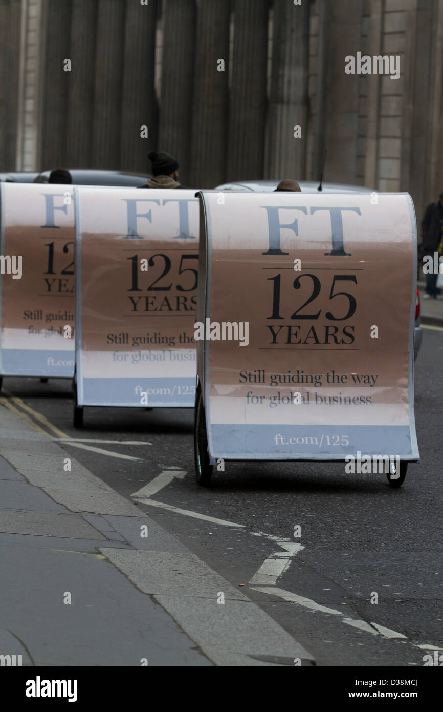 London, UK. 13th February 2013. Newspaper vendors on rickshaws distribute free copies of the first Financial Times - Stock Image