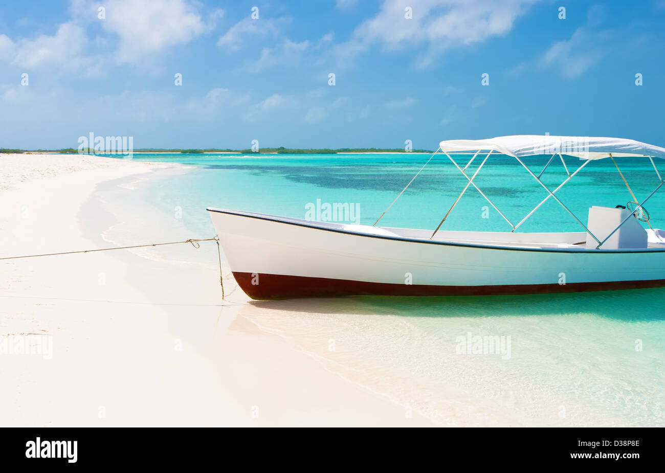 Boat at the tropical beach of Crasqui island, Los Roques, Venezuela - Stock Image