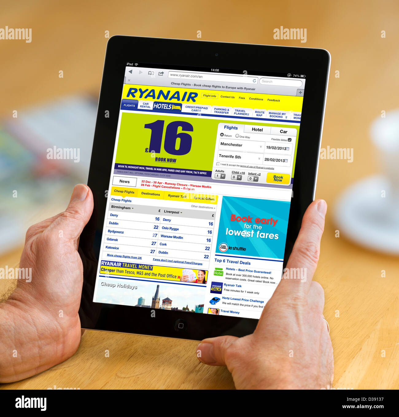The Ryanair.com website viewed on a 4th generation Apple iPad tablet computer - Stock Image