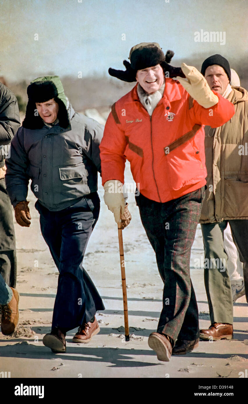 US President George HW Bush takes a winter walk January 2, 1993 in Moscow, Russia. The President is visiting Moscow - Stock Image