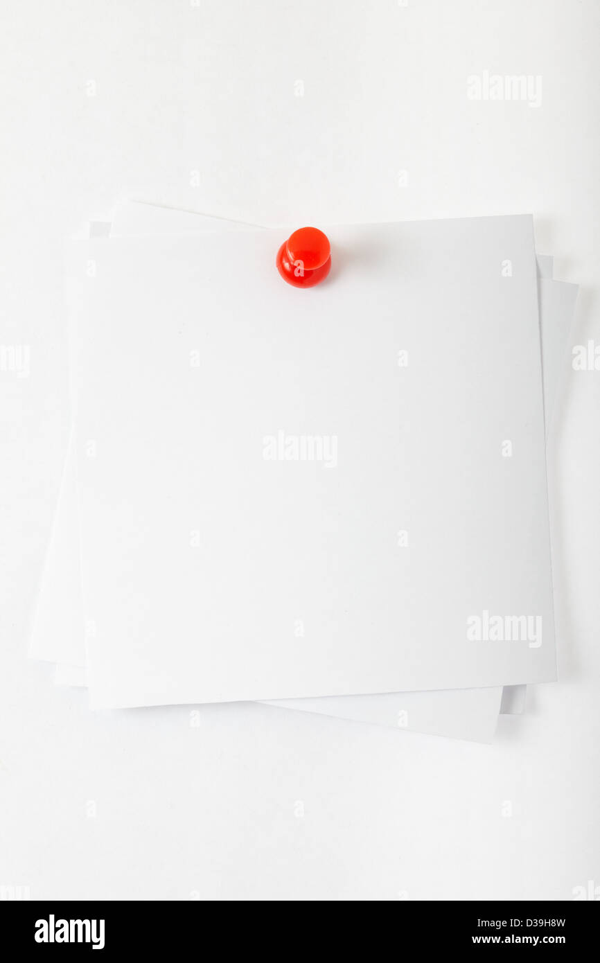 White reminder note with red pin - Stock Image