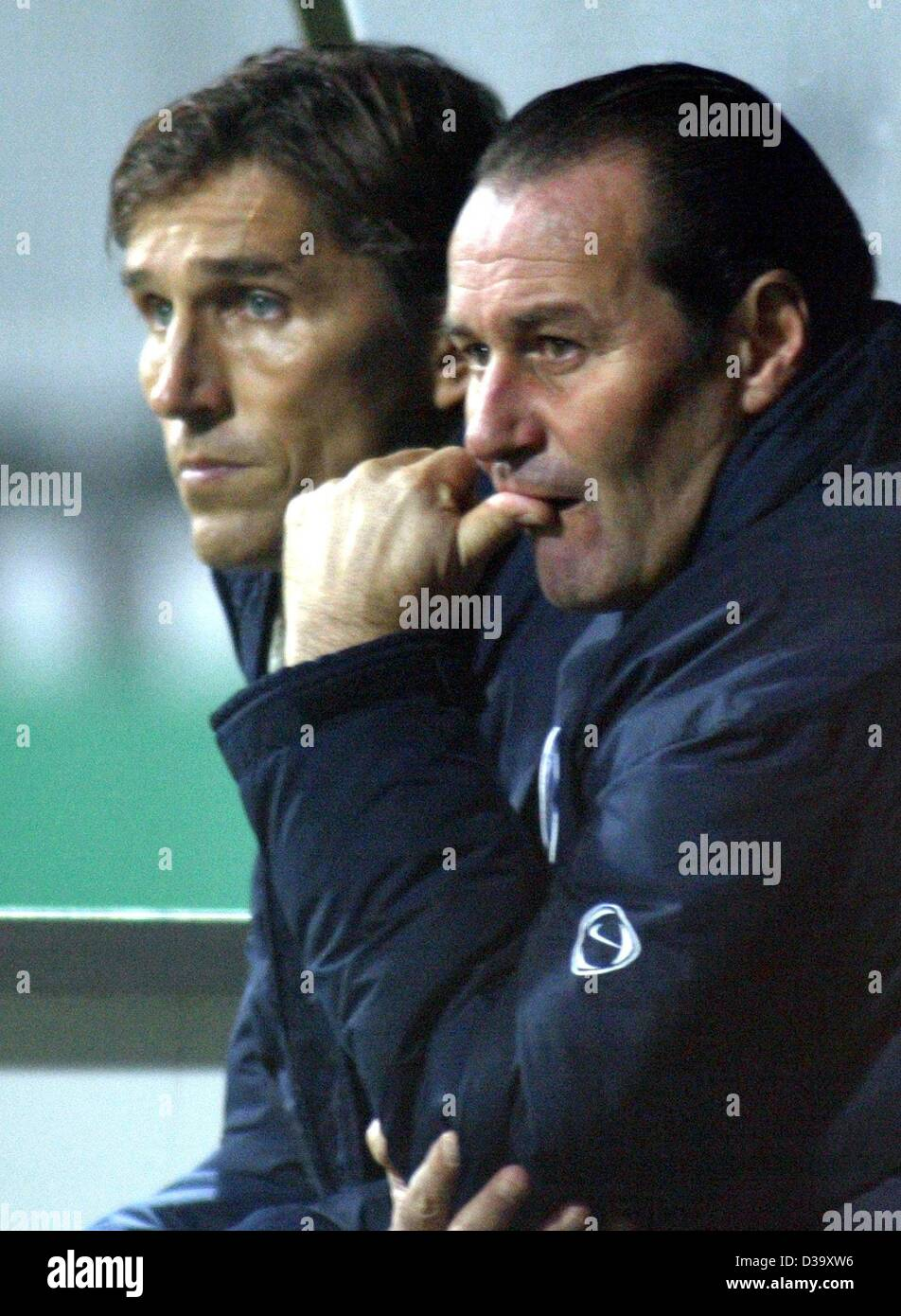 (dpa) - Berlin's soccer coach Huub Stevens (R) and his co-trainer Holger Gehrke anxiously watch the DFB Cup - Stock Image