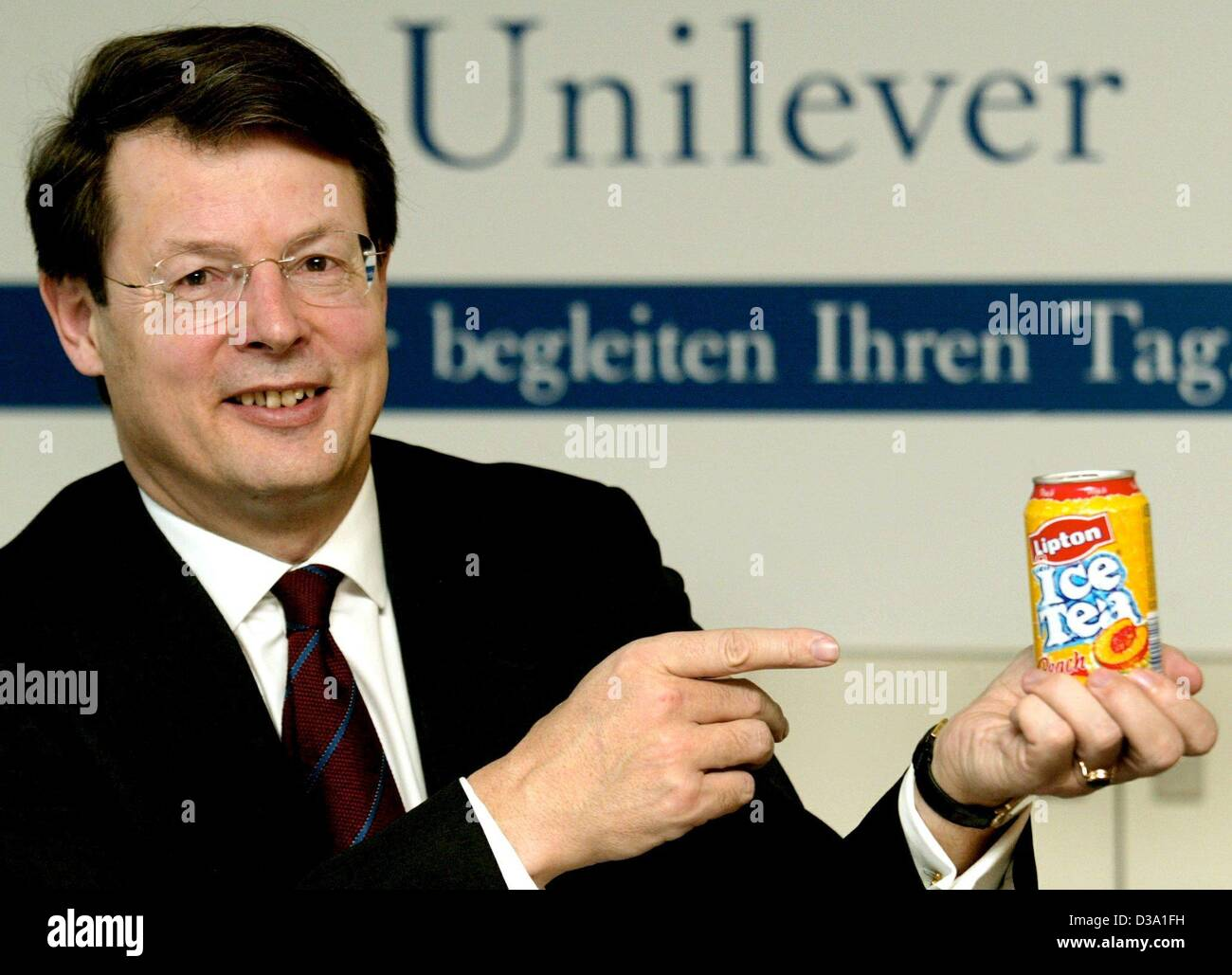 (dpa) - Johann C. Lindenberg, CEO of Unilever Germany Ltd., presents a can of Lipton Ice Tea, one of the products Stock Photo