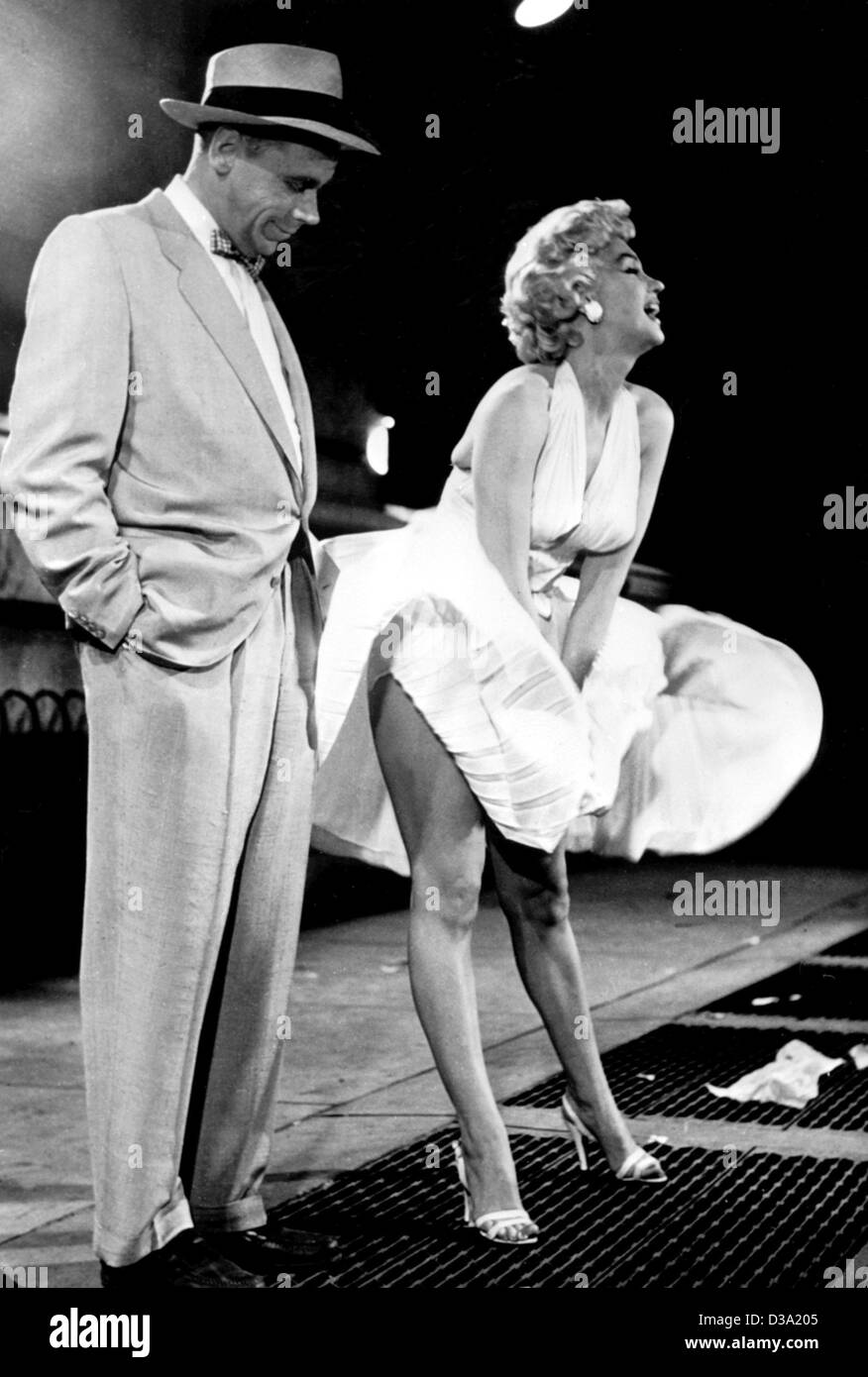 (dpa) - Marilyn Monroe posing with her skirt on a subway air-shaft, with her film partner Tom Ewell standing next - Stock Image