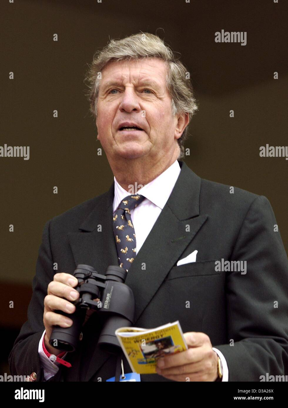 (dpa) - Albert Darboven, personally liable shareholder of the roasted coffee house J.J. Darbovern, looks at the Stock Photo