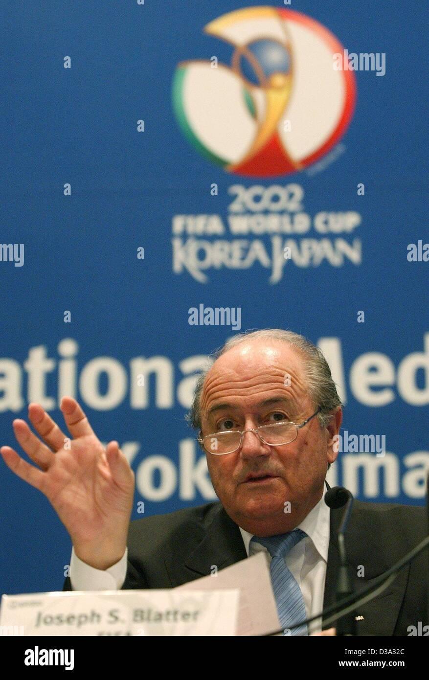 (dpa) - FIFA President Joseph Blatter answers questions at a press conference in Yokohama, Japan, 28 June 2002. - Stock Image