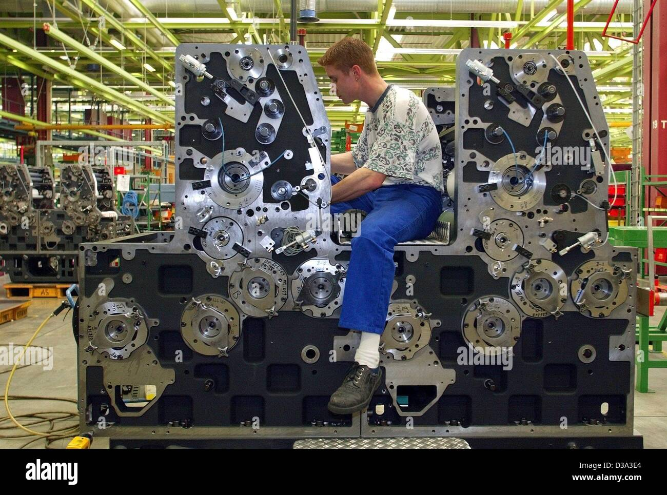 (dpa) - A worker at printing machine manufacturer 'Heidelberger Druckmaschinen' works on a offset printing - Stock Image
