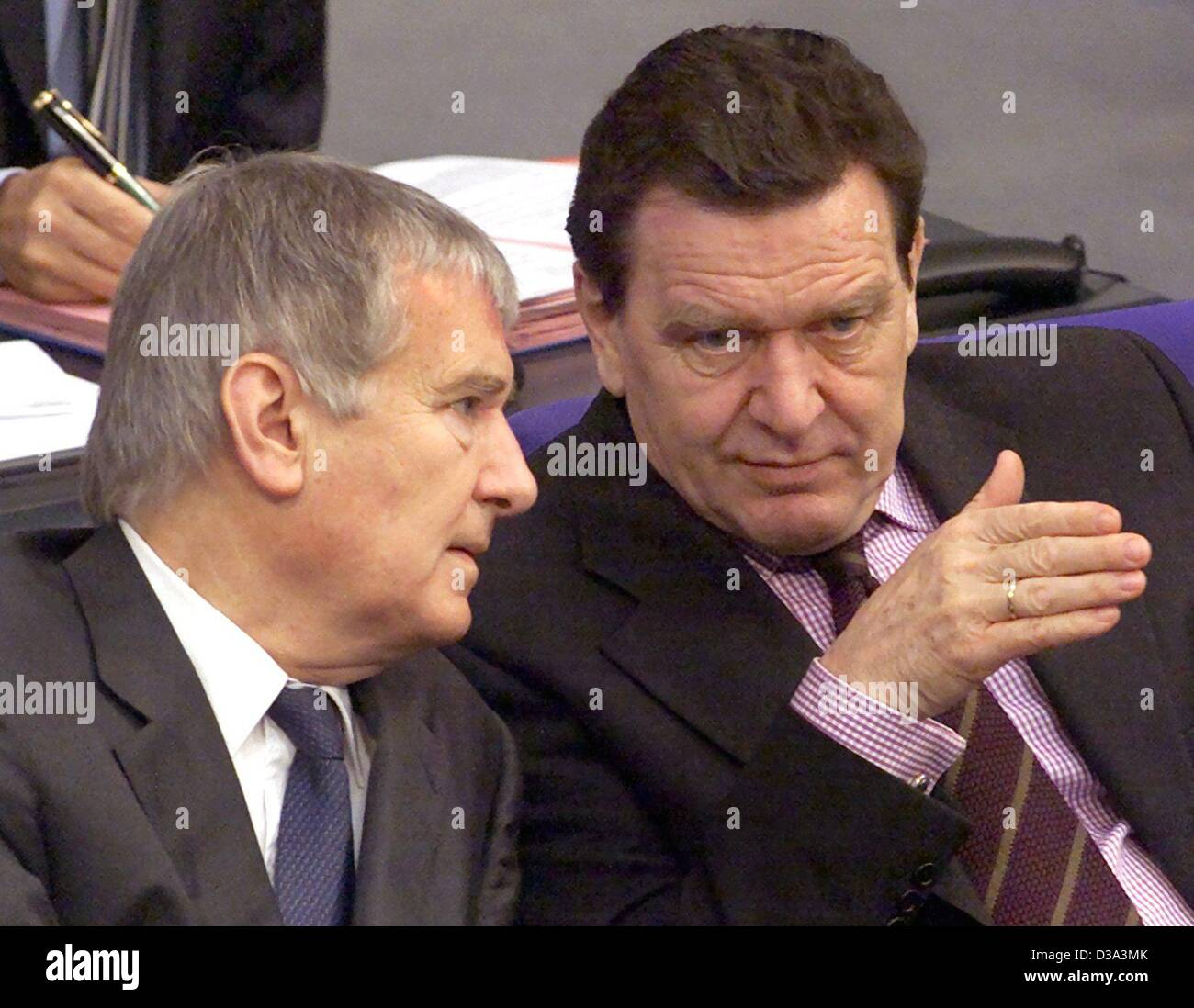 (dpa files) - German Chancellor Gerhard Schroeder (R) talks to Interior Minister Otto Schily in the Bundestag in Berlin, 5 April 2001. Stock Photo