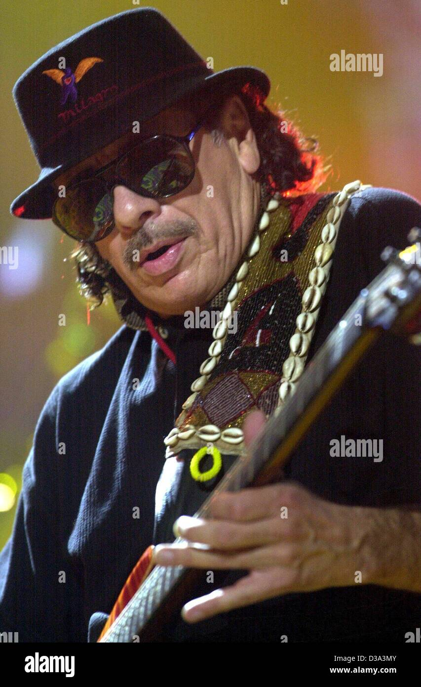(dpa) - Mexican rock music legend Carlos Santana passionately plays the guitar during his concert in Dortmund, Germany, - Stock Image