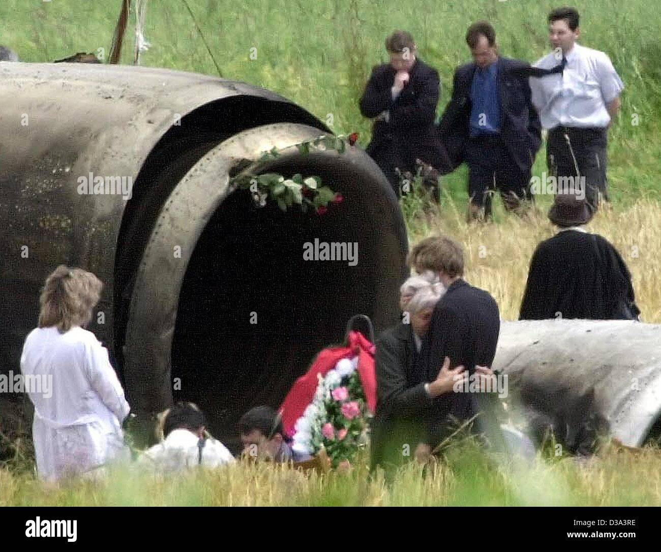 (dpa) - Relatives of the plane crash victims visit the wreck of the crashed Tupolev near Ueberlingen, Germany, 4 - Stock Image