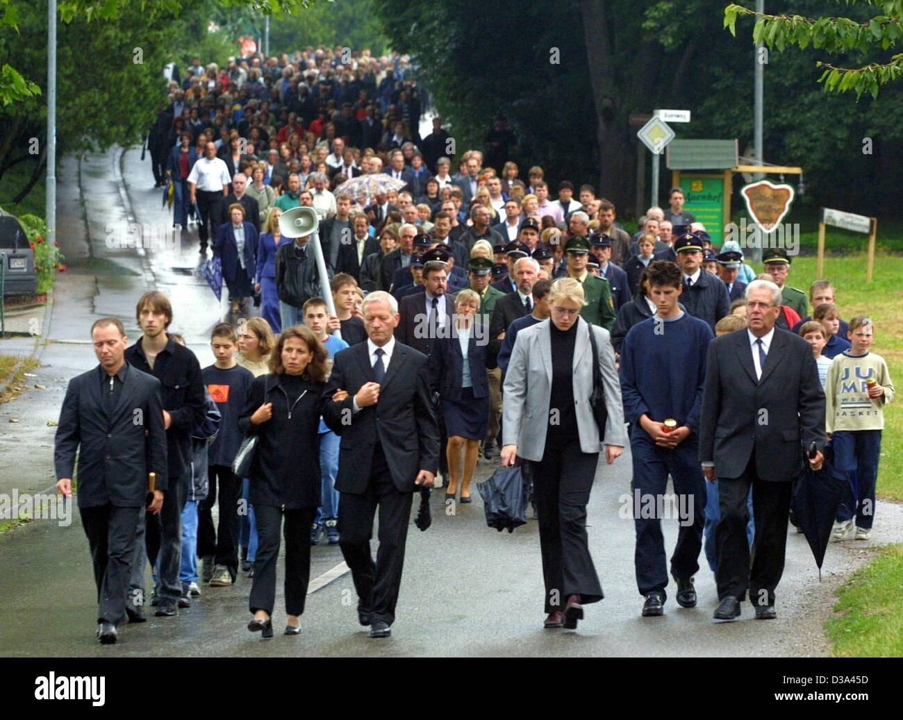 (dpa) - Several hundred people march in silence to commemorate the victims of the plane crash in Owingen near Ueberlingen, - Stock Image