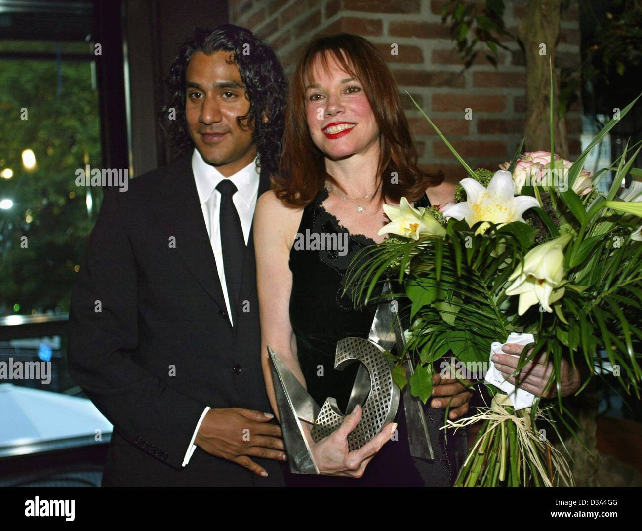 (dpa) - US actress Barbara Hershey is accompanied by her boyfriend Naveen Andrews as she poses with the Cine Merit - Stock Image