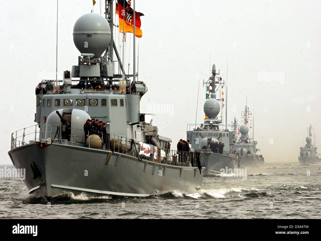 (dpa) - Five German speed boats and a supply ship of the German navy return after almost six months to their home - Stock Image