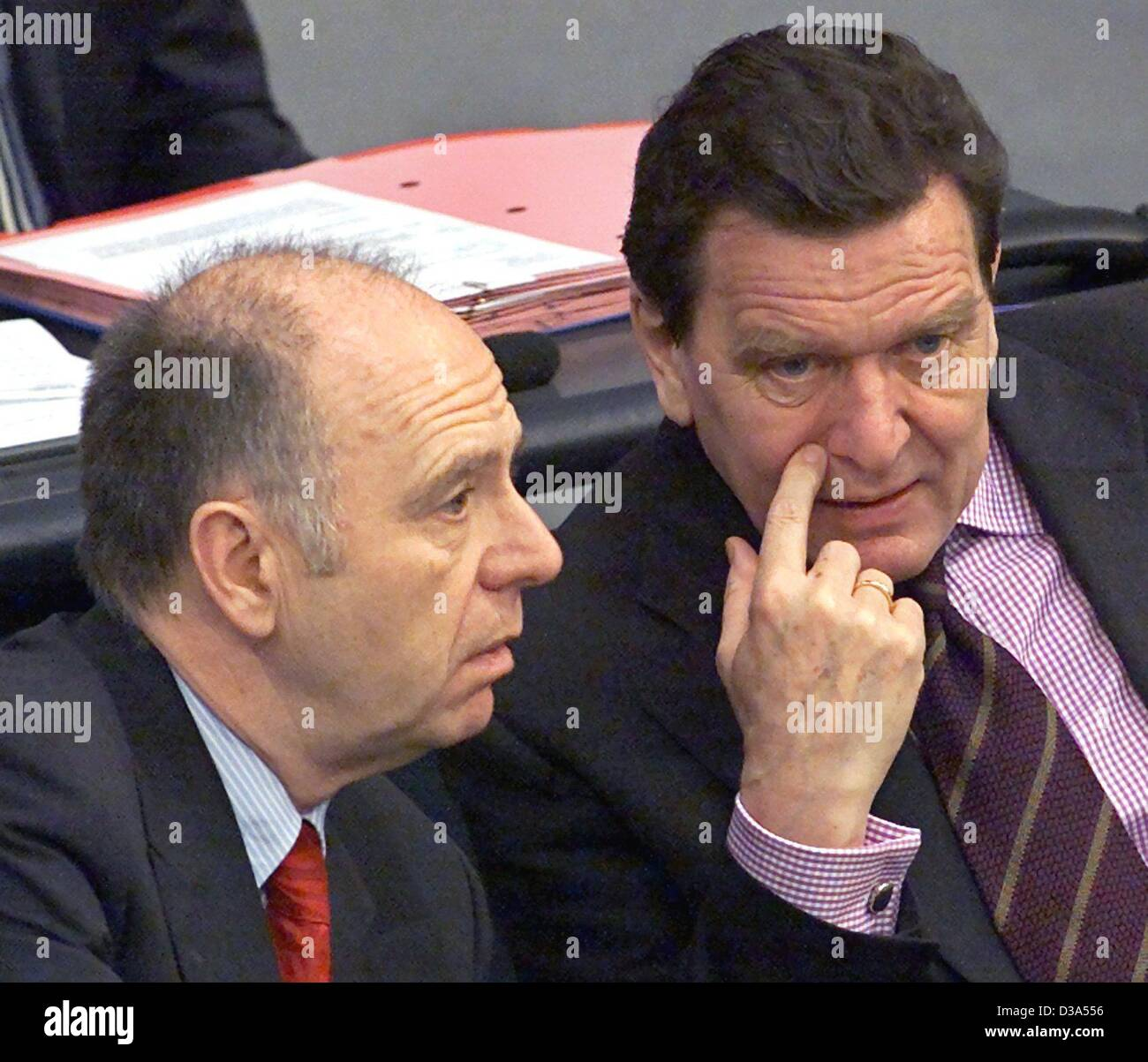 (dpa files) - German Labour Minister Walter Riester (L) and Chancellor Gerhard Schroeder have a serious conversation as they sit next to each other in German parliament, the 'Bundestag', in Berlin, 5 April 2001. Stock Photo