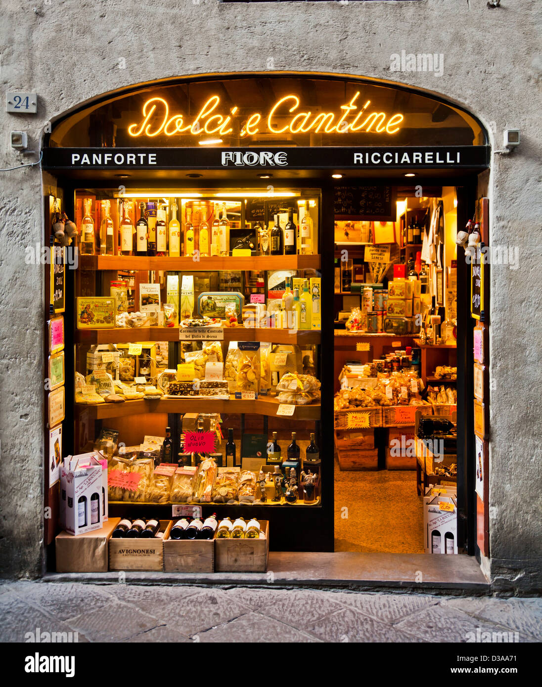 Delicatessen in Siena, Tuscany, Italy selling limoncello, Amaretti, pasta, olive oil, panforte, sweets, in a window - Stock Image