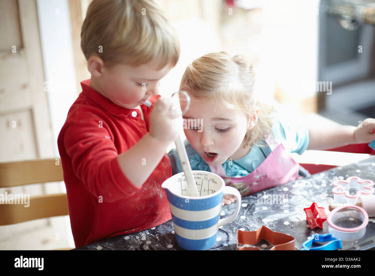Children cooking together in kitchen - Stock Image