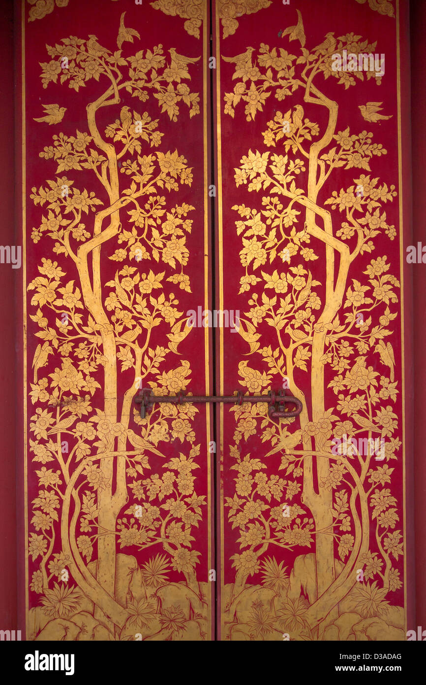 Traditional Thai art of painting on the door of Thai temple. - Stock Image & Flower Painting On Door Stock Photos u0026 Flower Painting On Door Stock ...