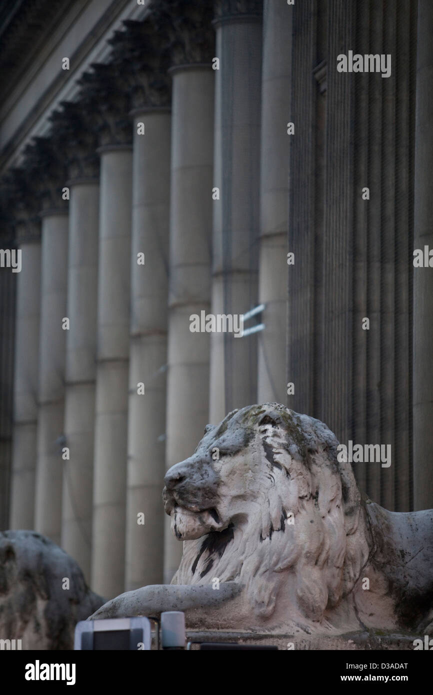 Lion sculpture outside Leeds Town Hall , Yorkshire - Stock Image