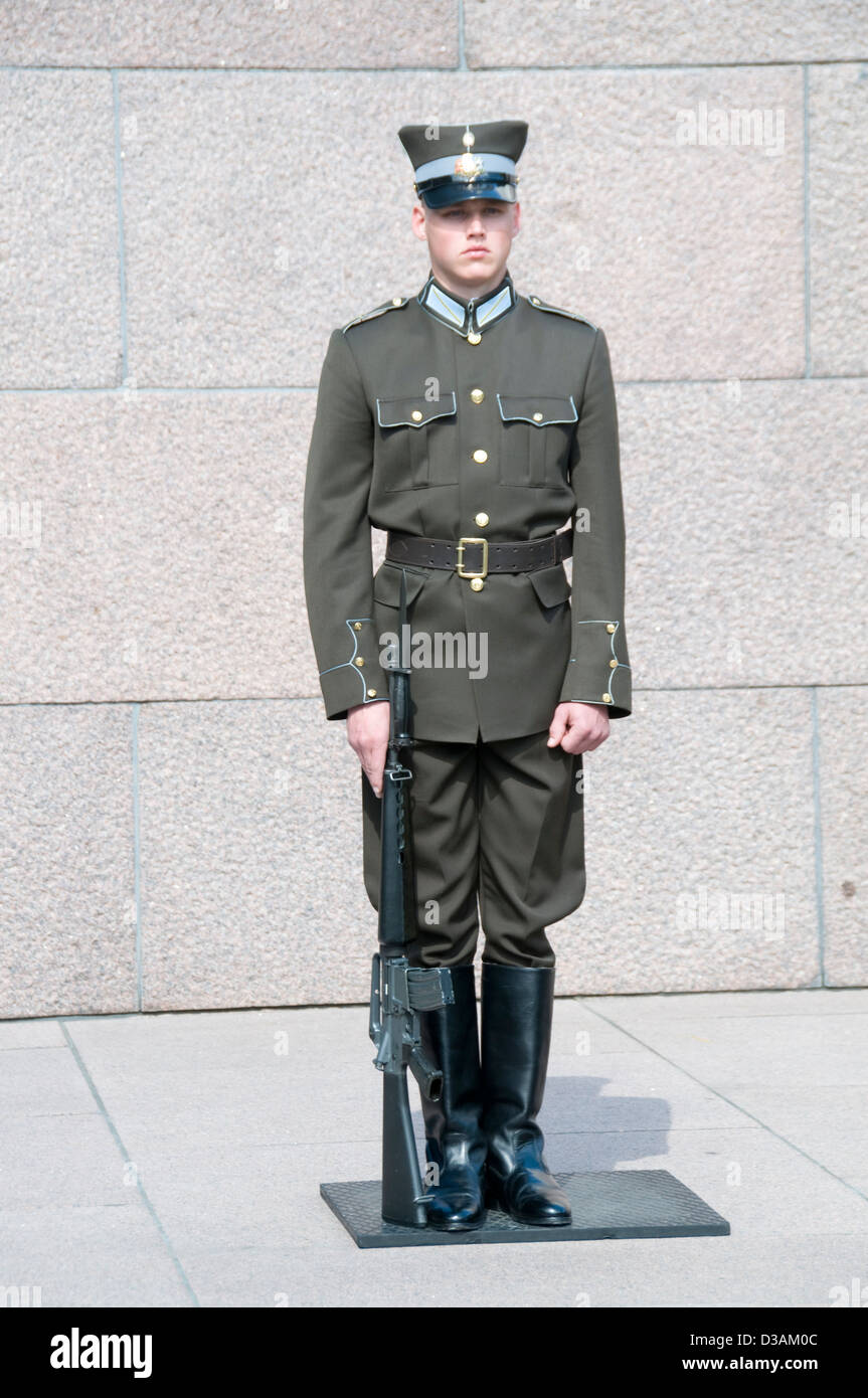 A Latvian sentry at the Monument of Freedom in Riga, Latvia. - Stock Image