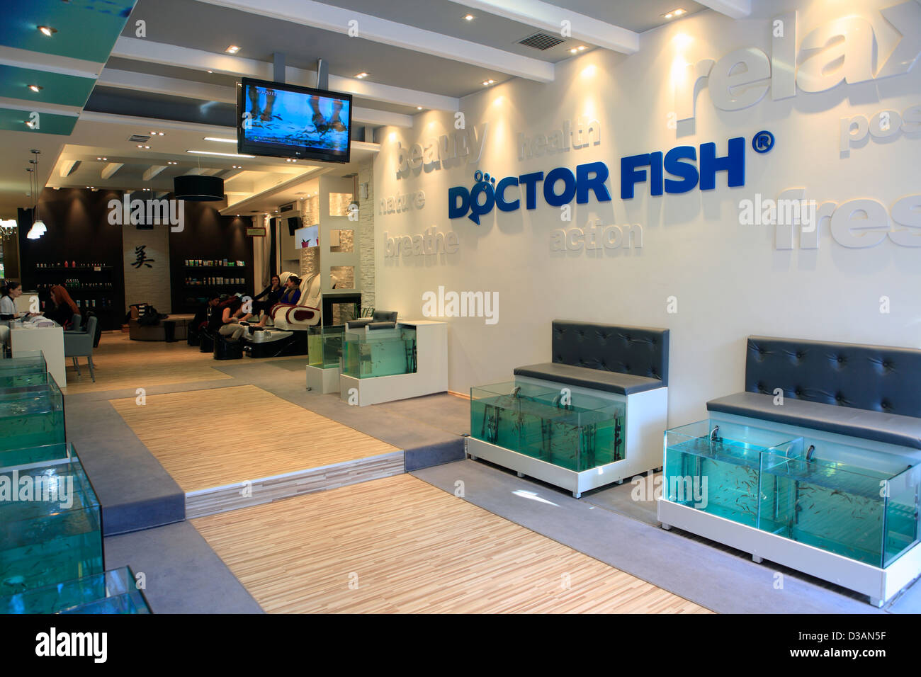 greece athens plaka adrianou street doctor fish foot therapy and day spa - Stock Image