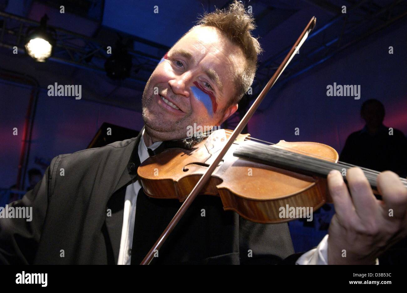 dpa) - British violin player Nigel Kennedy has painted his