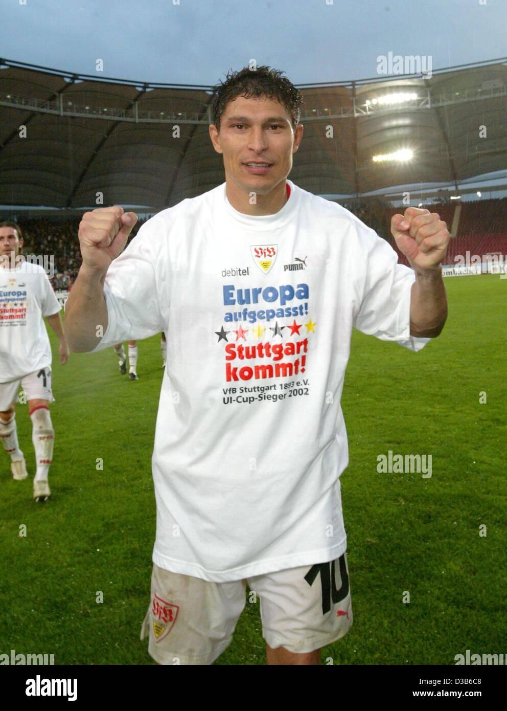 (dpa) - VfB Stuttgart midfielder Krassimir Balakov poses in a T-shirt with the slogan 'Europe watch out - Stuttgart - Stock Image