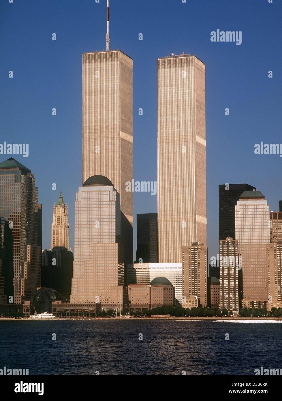 (dpa) - The Manhattan skyline until 11 September 2001: The twin towers of the World Trade Center rise high above - Stock Image