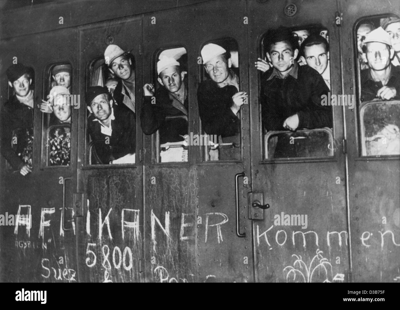 (dpa files) - The first of some 600 German prisoners of war from Africa arrive at the Grunewald train station in - Stock Image