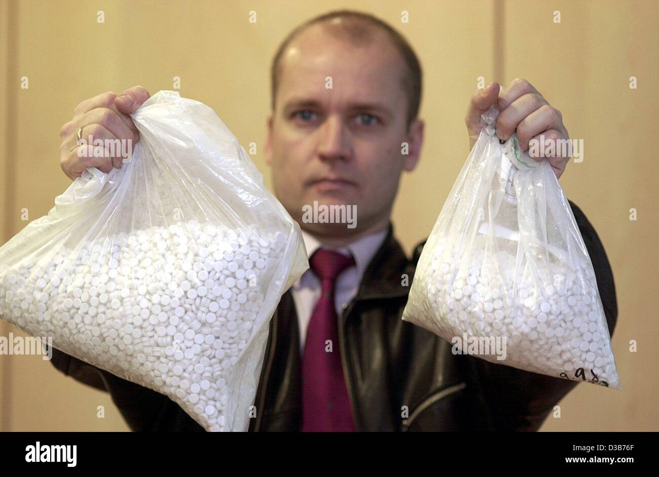 (dpa) - A police spokesman shows two bags of ecstasy pills in the police department in Frankfurt, 23 December 2002. - Stock Image