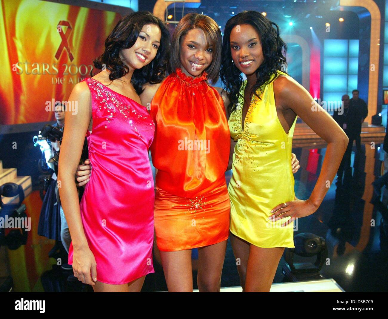 (dpa) - The members of the girlgroup Heaven Sent pose after a dress rehearsal of the Aids gala 'Stars 2002' - Stock Image