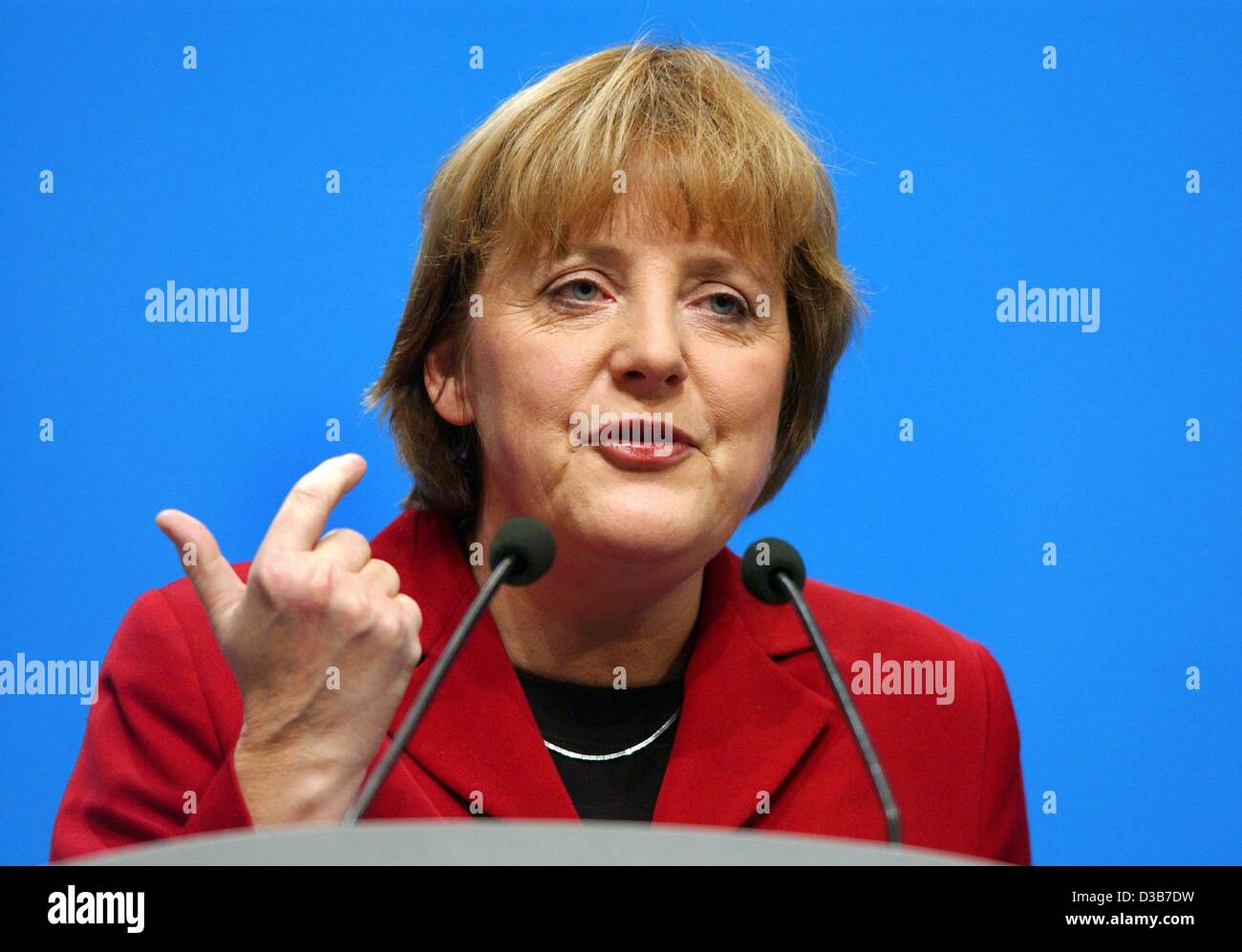 (dpa) - CDU Chairwoman Angela Merkel speaks during the CSU party convention in Munich, 22 November 2002. Under the motto 'Verlaessliche Politik - Stabilitaet fuer unser Land!' (reliable politics - stability for our country!) the CDU/CSU party defined their tasks as opposition party. Stock Photo