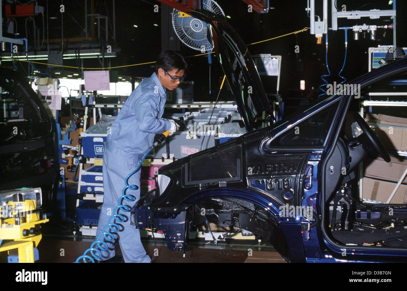 (dpa files) - An employee works on the assembly line in the General Motors car plant in Rayong, Thailand, February - Stock Image