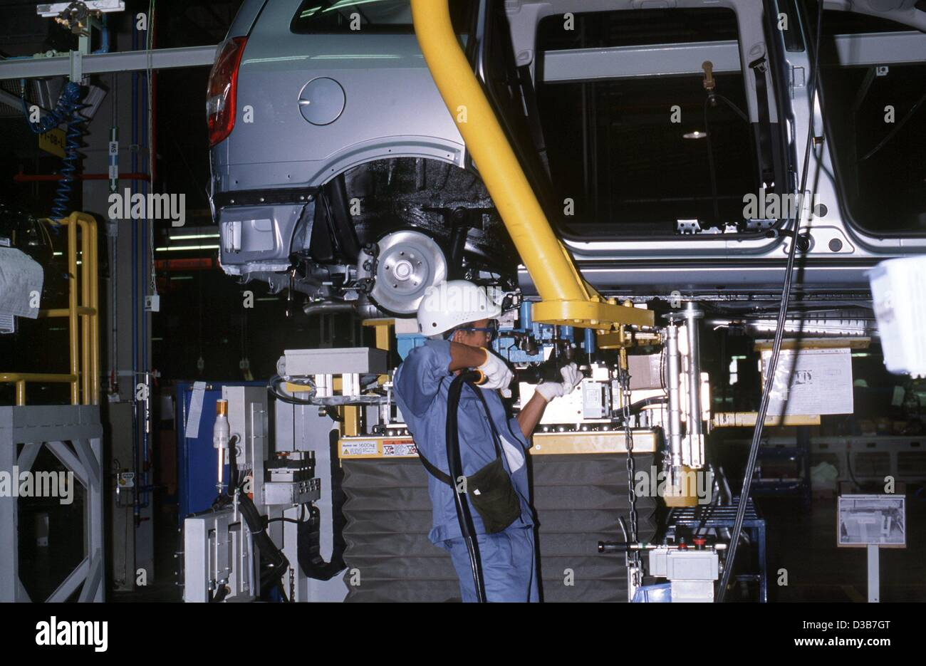 (dpa files) - An employee works on the assembly line of the General Motors car plant in Rayong, Thailand, February - Stock Image