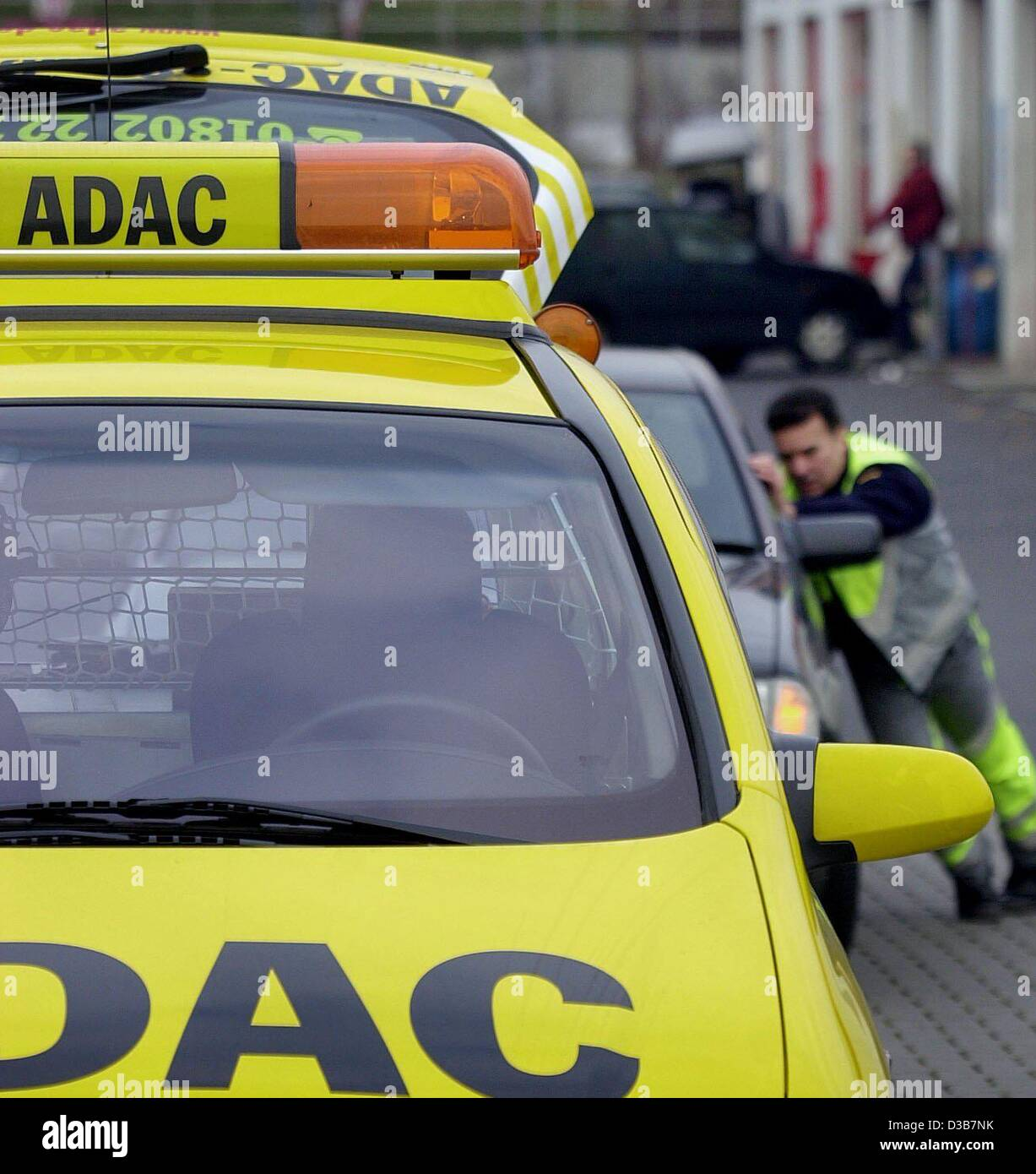 dpa) - Peter Kaestner of the German auto club ADAC gives