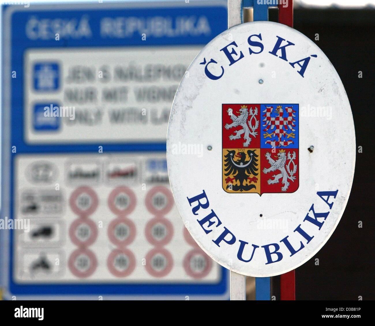 (dpa) - A sign reading 'Ceska Republika' marks the EU border to the Czech Republic near the town of Oberwiesenthal Stock Photo