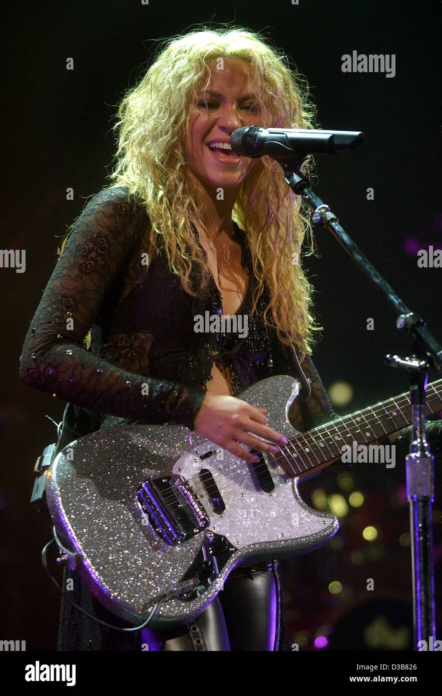 (dpa) - Colombian singer Shakira ('Whenever, Wherever', 'Underneath Your Clothes') performs during - Stock Image