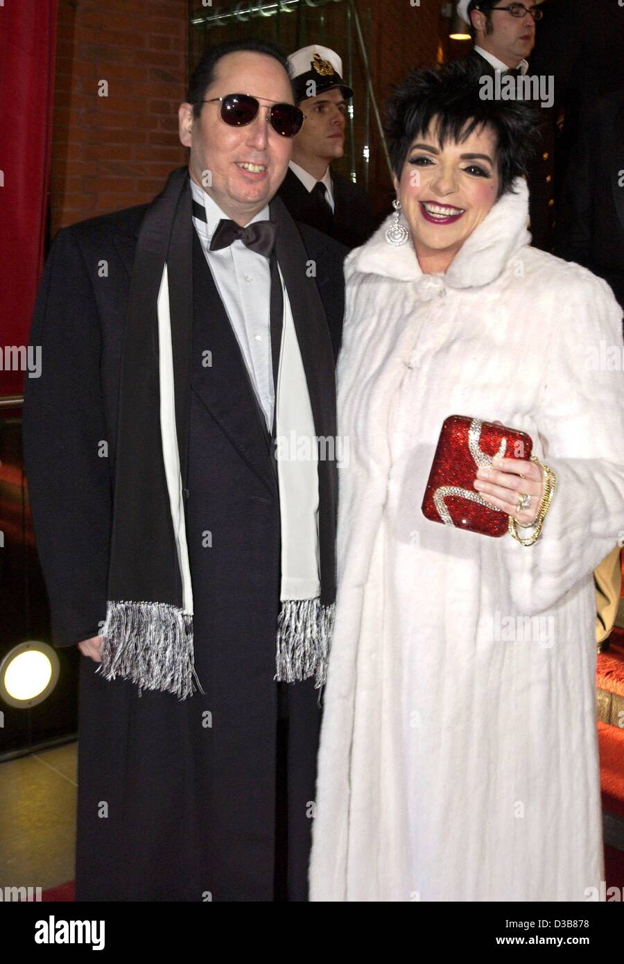The American Actress Liza Minelli And Her Husband David Gest Arrive Stock Photo Alamy