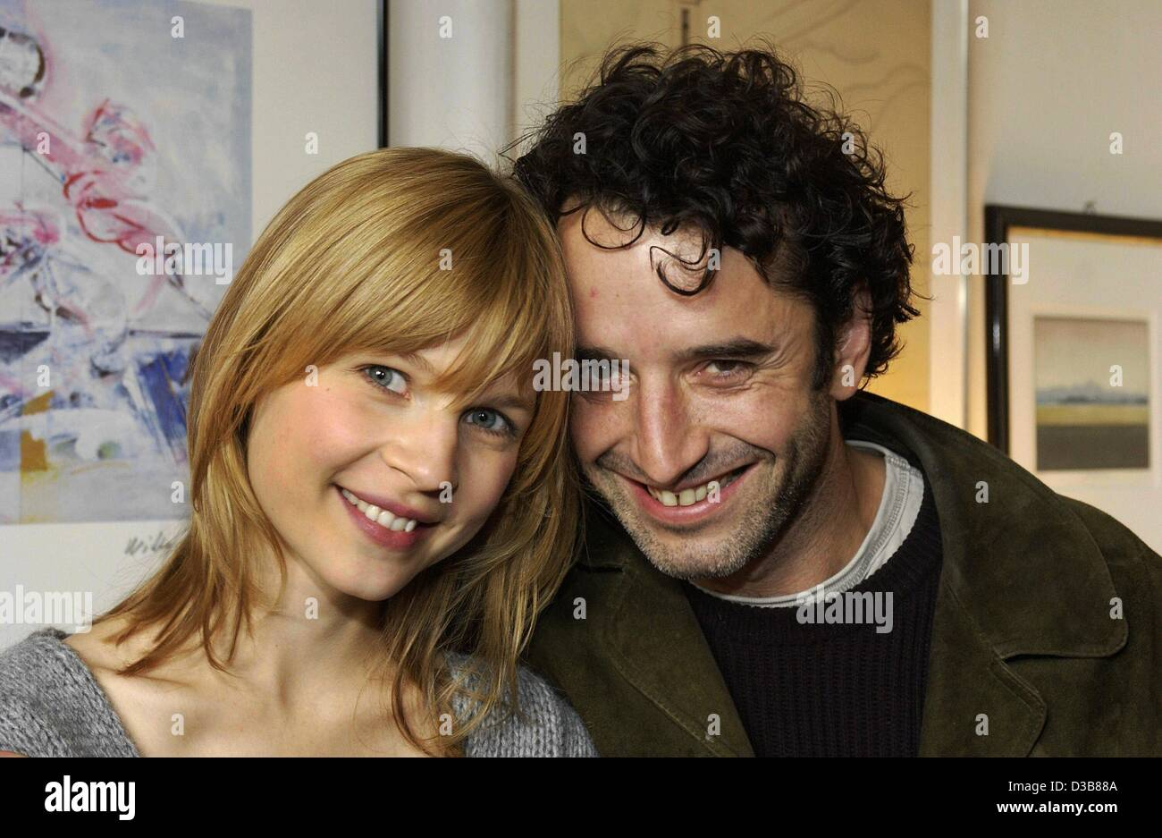 (dpa) - The French actors Clemence Poesy (L) and Bruno Todeschini pose during the shooting of their film 'Olgas - Stock Image