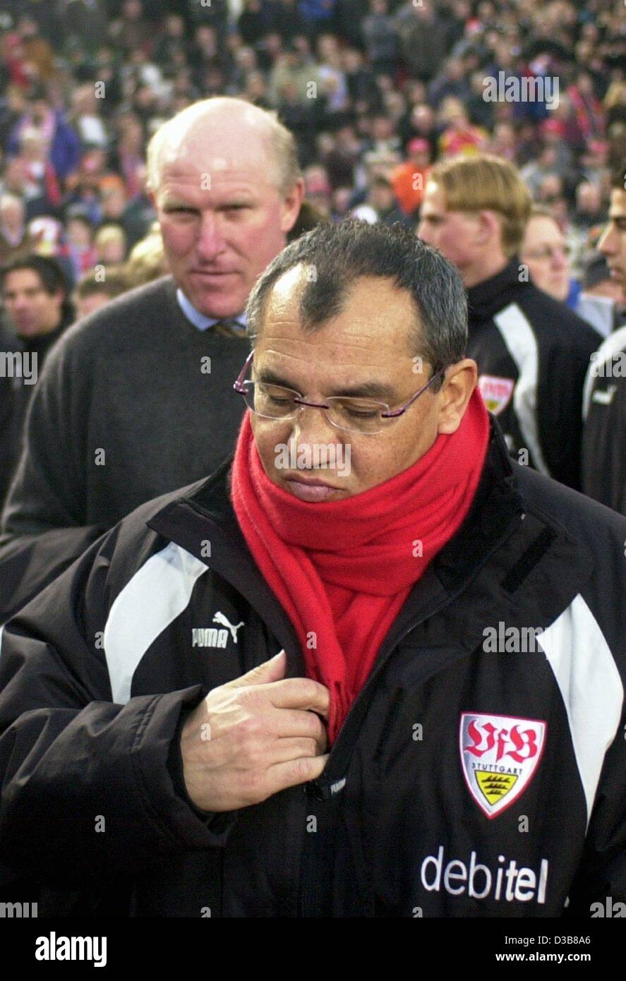 The trainer of the VfB Stuttgart Felix Magath (foreground) enters the Gottfried Daimler stadium shortly before the - Stock Image