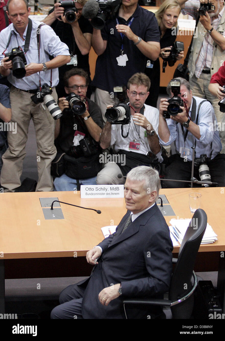 (dpa) - German Interior Minister Otto Schily is pictured during his hearing before the visa inquiry commission in Stock Photo