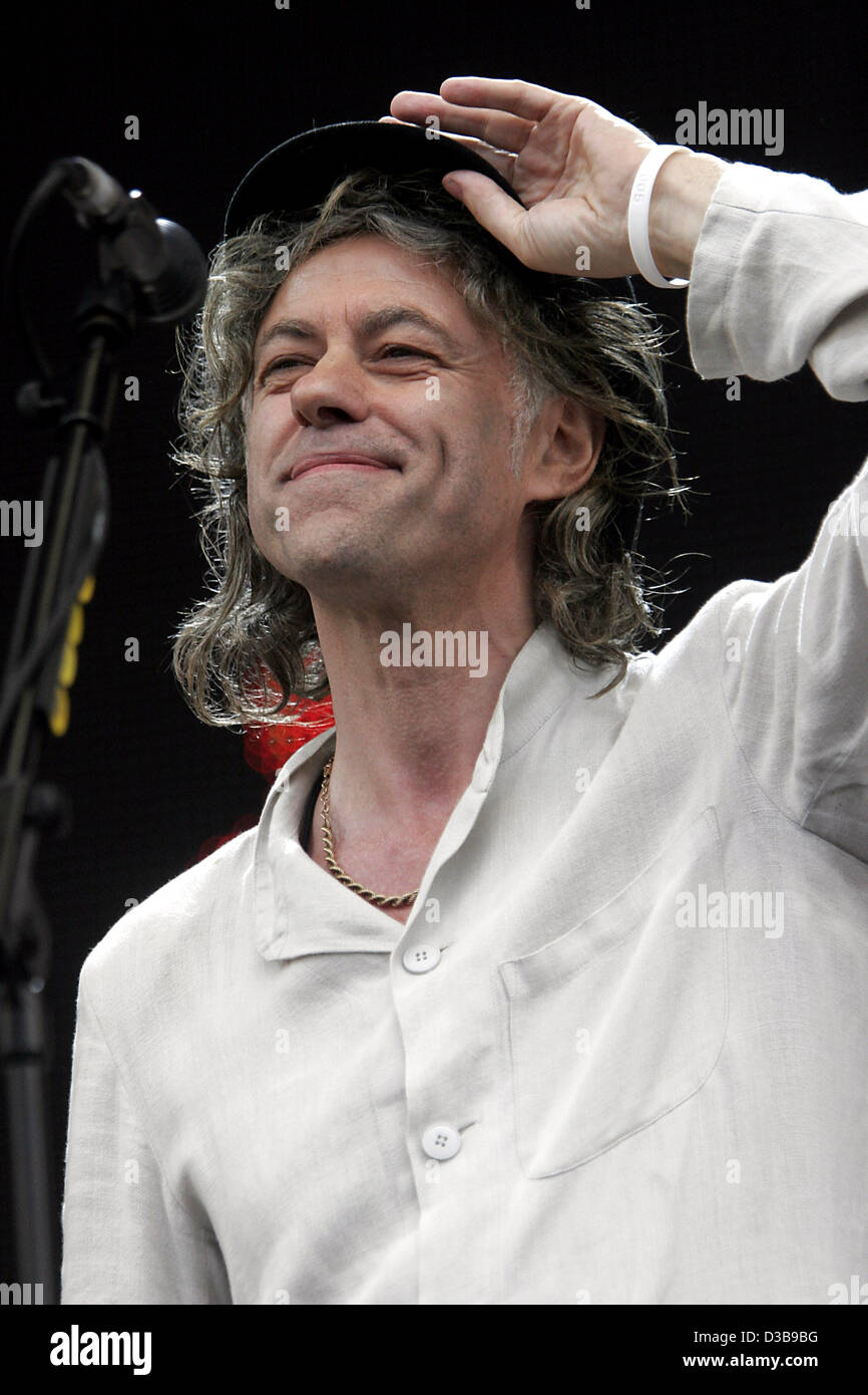 (dpa) - Organiser Bob Geldof smiles as he appears on stage at the Live 8 concert in Hyde Park, London, Saturday - Stock Image