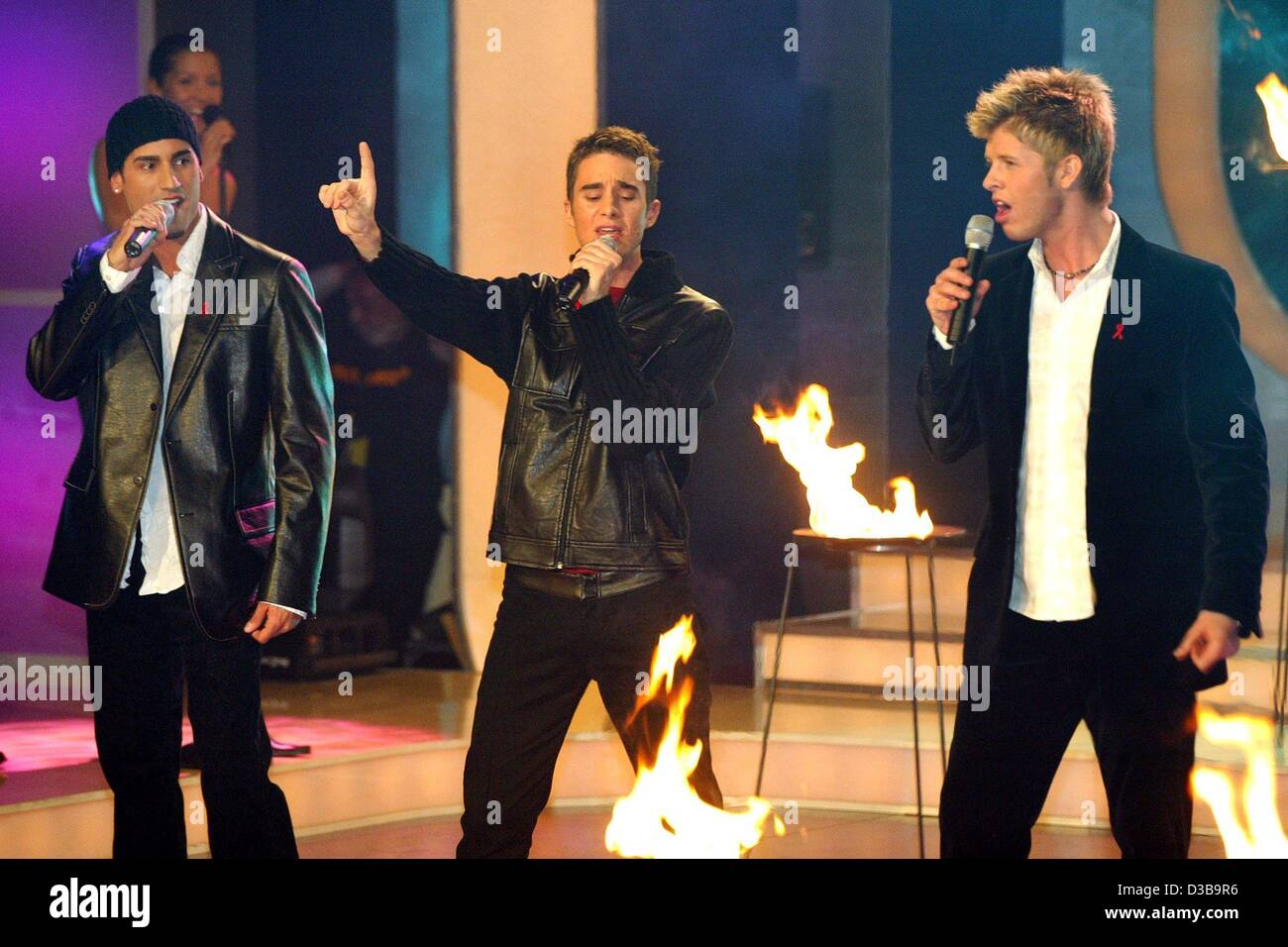 (dpa) - The members of the boygroup B3 sing during a dress rehearsal of the Aids gala 'Stars 2002' in Berlin, - Stock Image